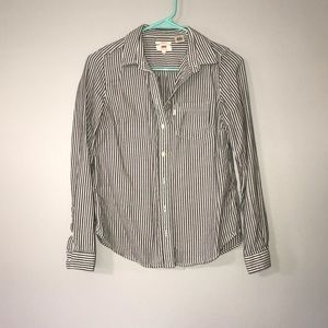 Never worn!!! Levi's classic fit button down